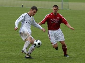 Richard Natter (Bild links) wieder im Dress des FC Egg
