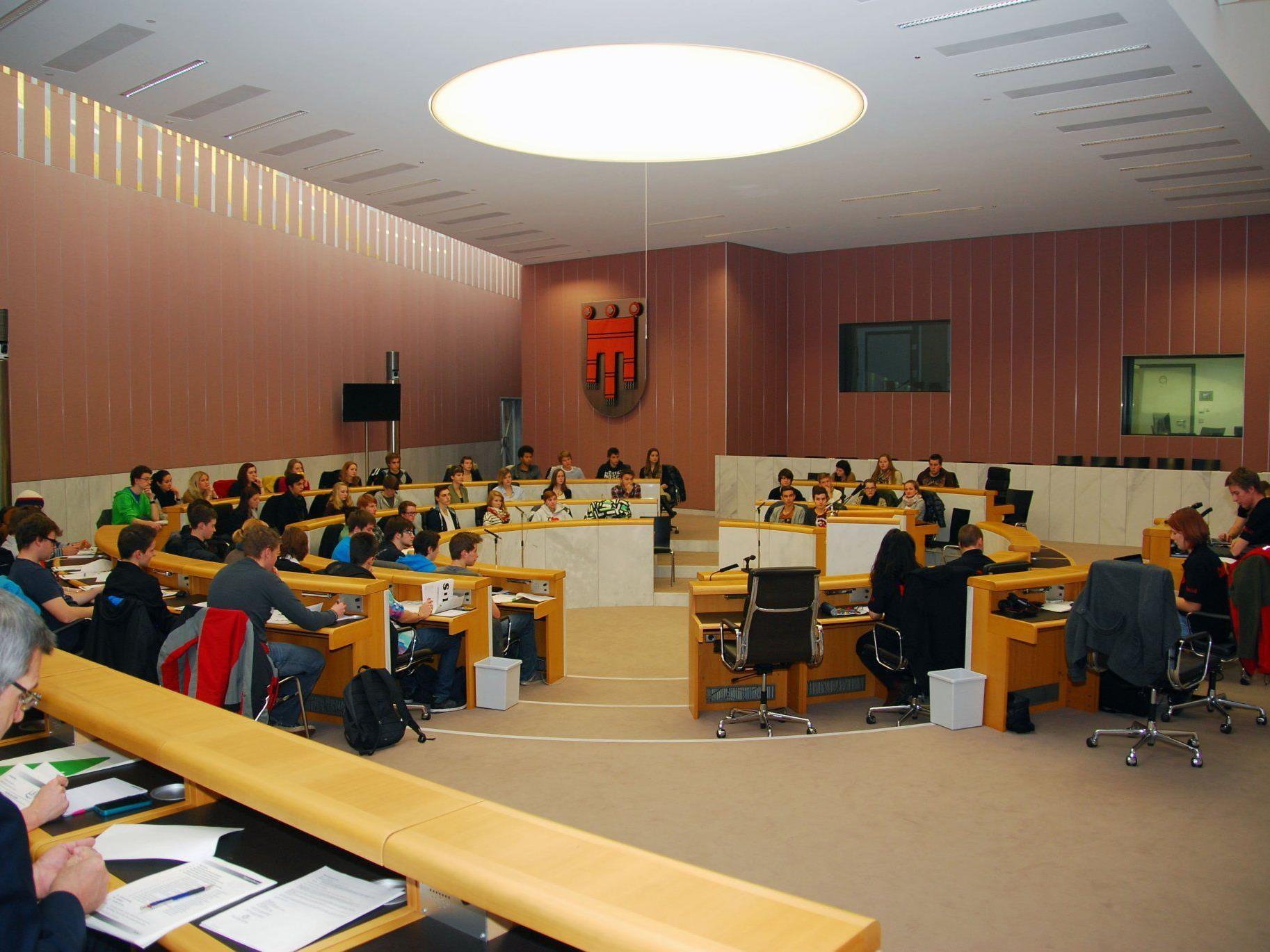 Im Plenarsaal des Landtags tagte das SchülerInnenparlament.