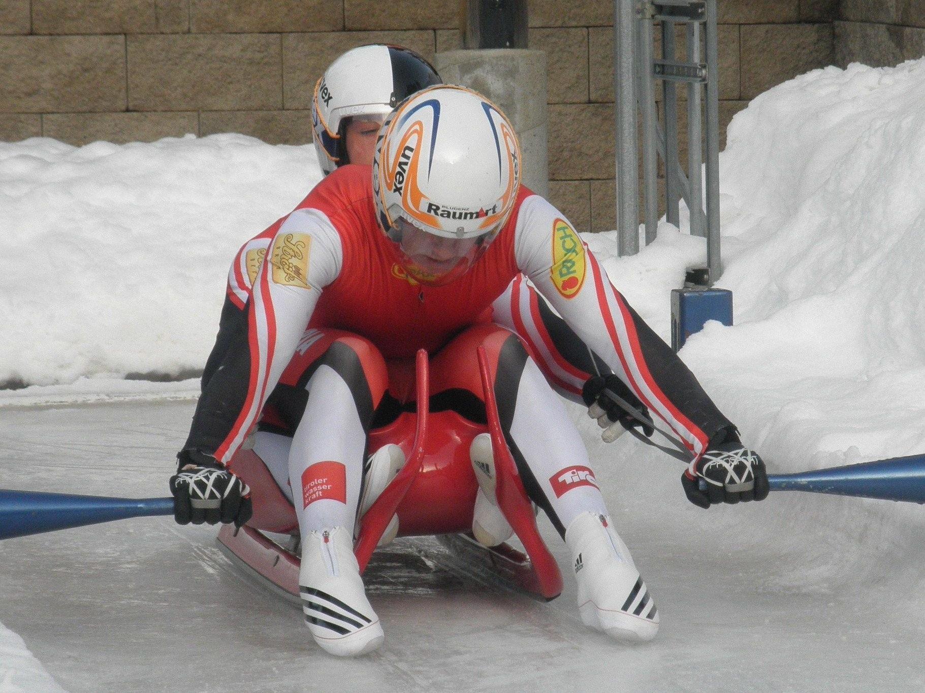 Thomas Steu und Lorenz Koller im Eiskanal von Calgary.