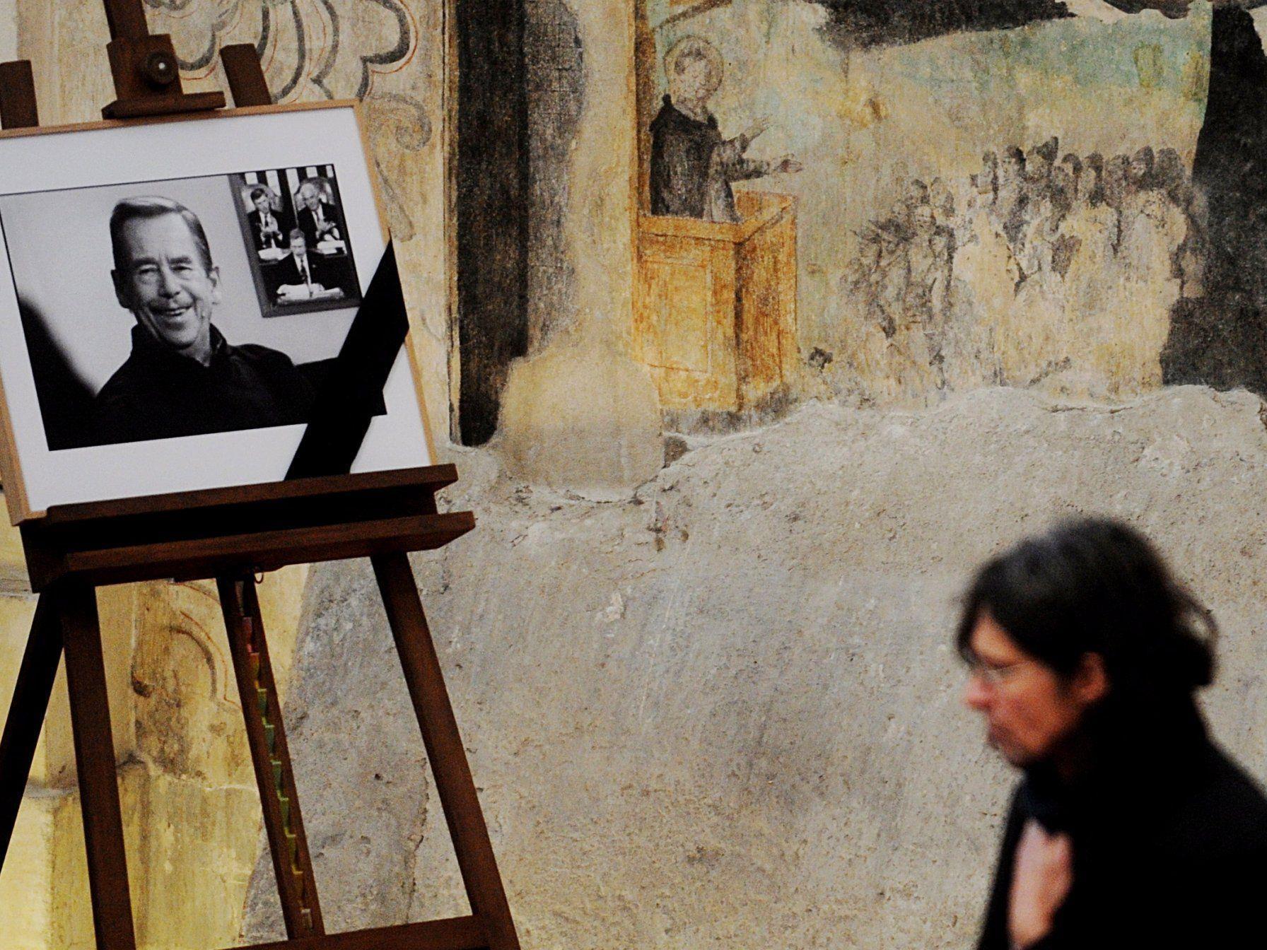 In der St. Anna-Kirche in Prag verabschiedeten sich die Menschen von Vaclav Havel.