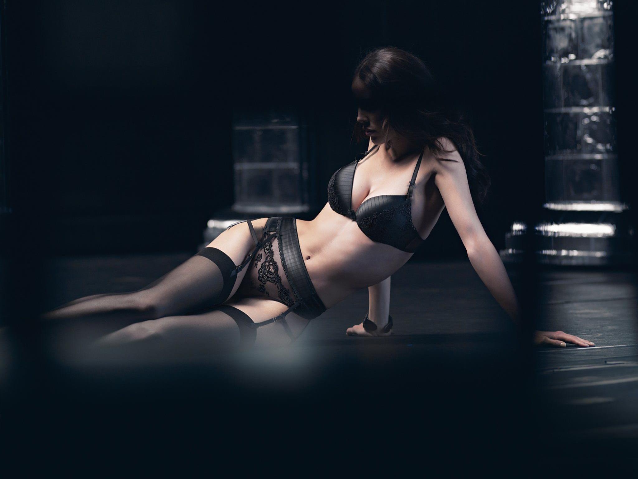 Tango de Salon zeigt das feurige Zusammenspiel von Männlichkeit und Weiblichkeit im Tango.