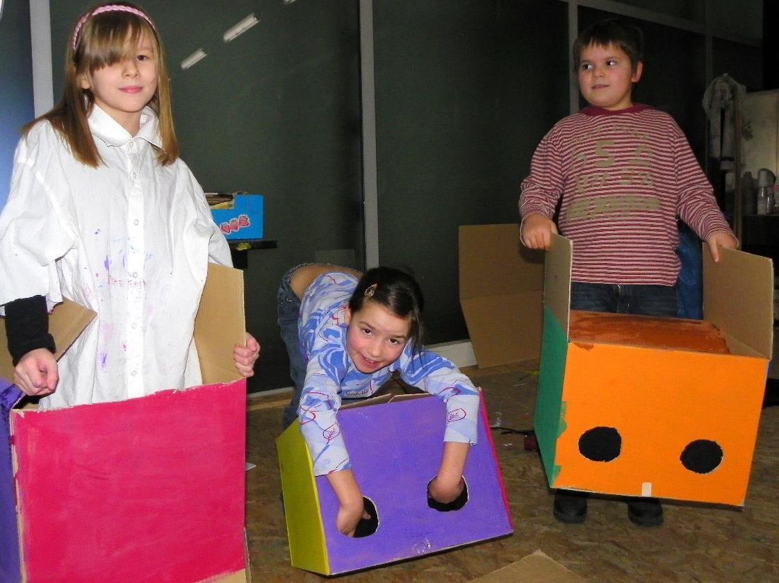 Lea, Lisa und Max bastelten ihr eigenes Tapp & Tast-Kino