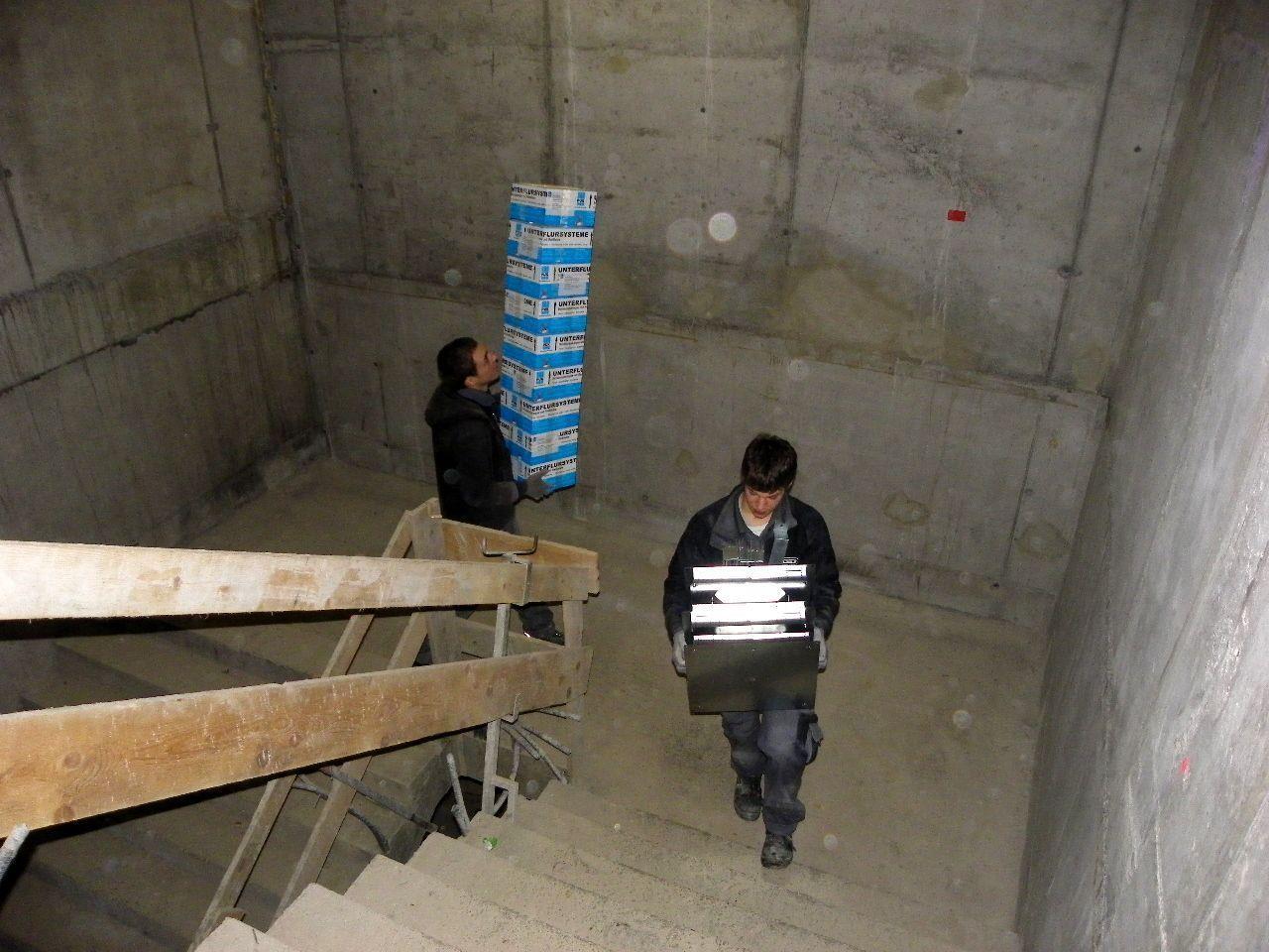 Händischer Materialtransport bis ins Obergeschoss