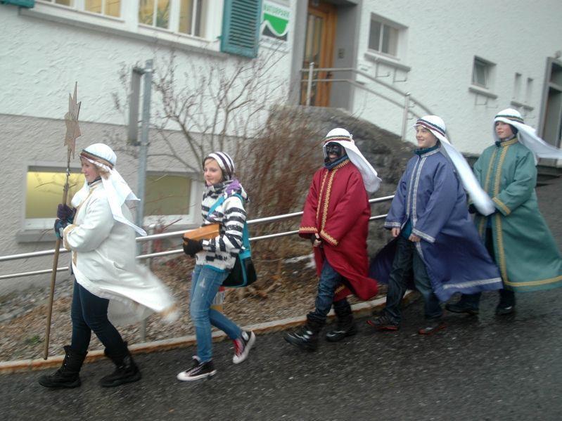 Die Sternsinger ließen sich auch von stürmischem Wetter nicht abhalten.