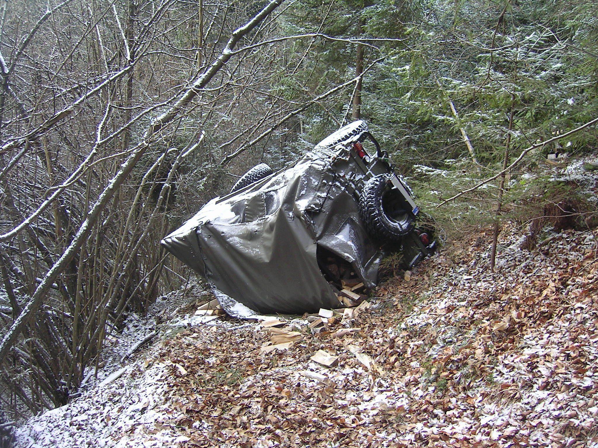 Gefährlicher Absturz, viel Glück im Unglück für den Fahrer