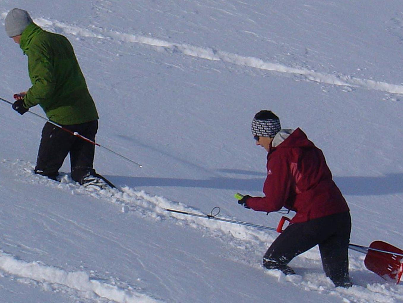 Die Bergrettung Hohenems lädt zum Trainingstag mit dem Lawinenpiepser.