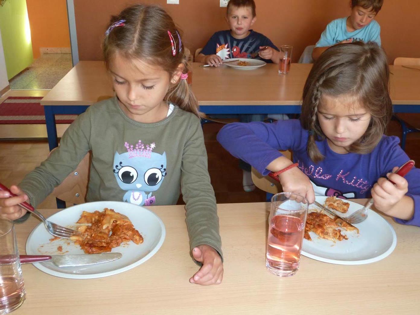 Bei der Schülerbetreuung in den Semesterferien wird auch ein Mittagessen angeboten.