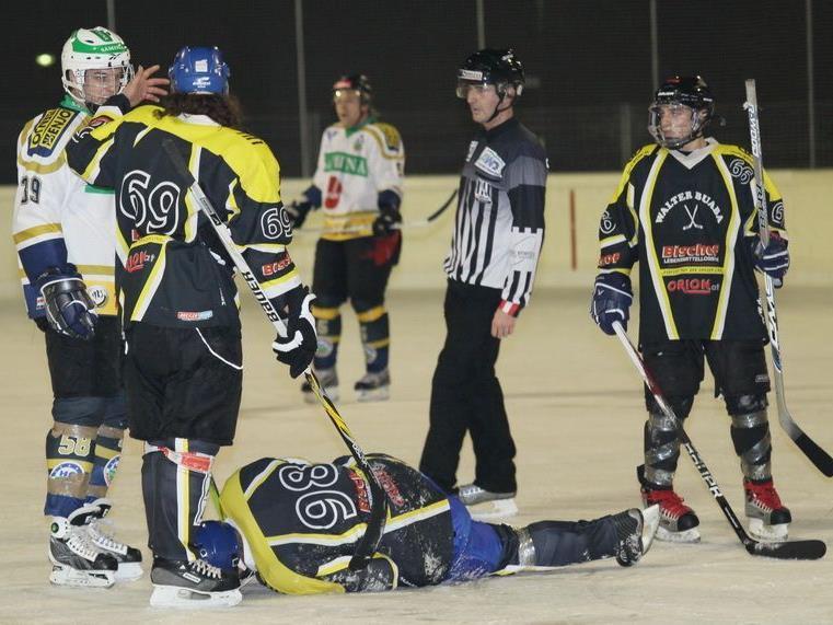 In der Eishockey-Landesliga führt Walter Buaba vor Torpedo.