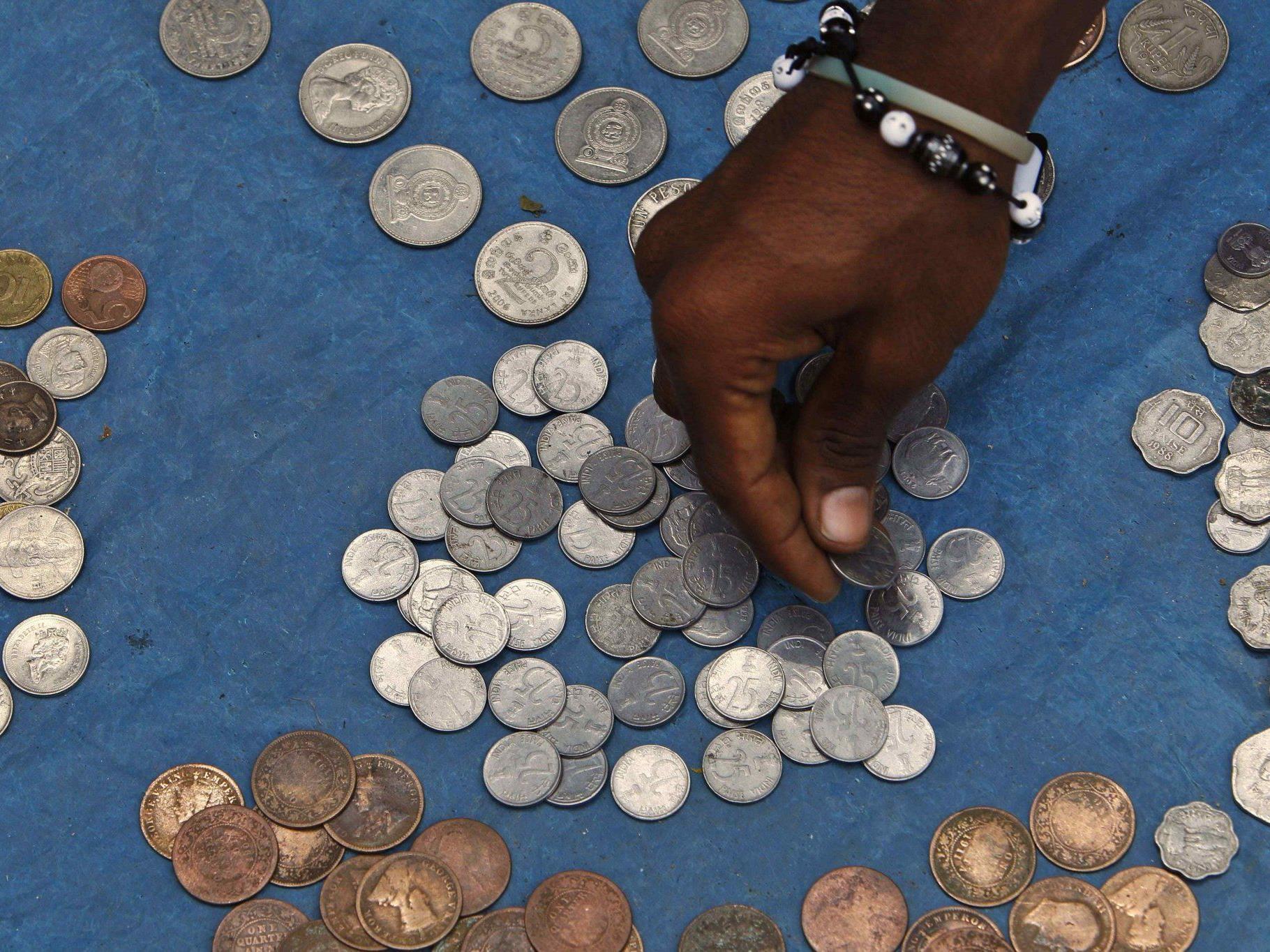 496 Milliarden Rupien fand ein Inder auf seinem Konto.