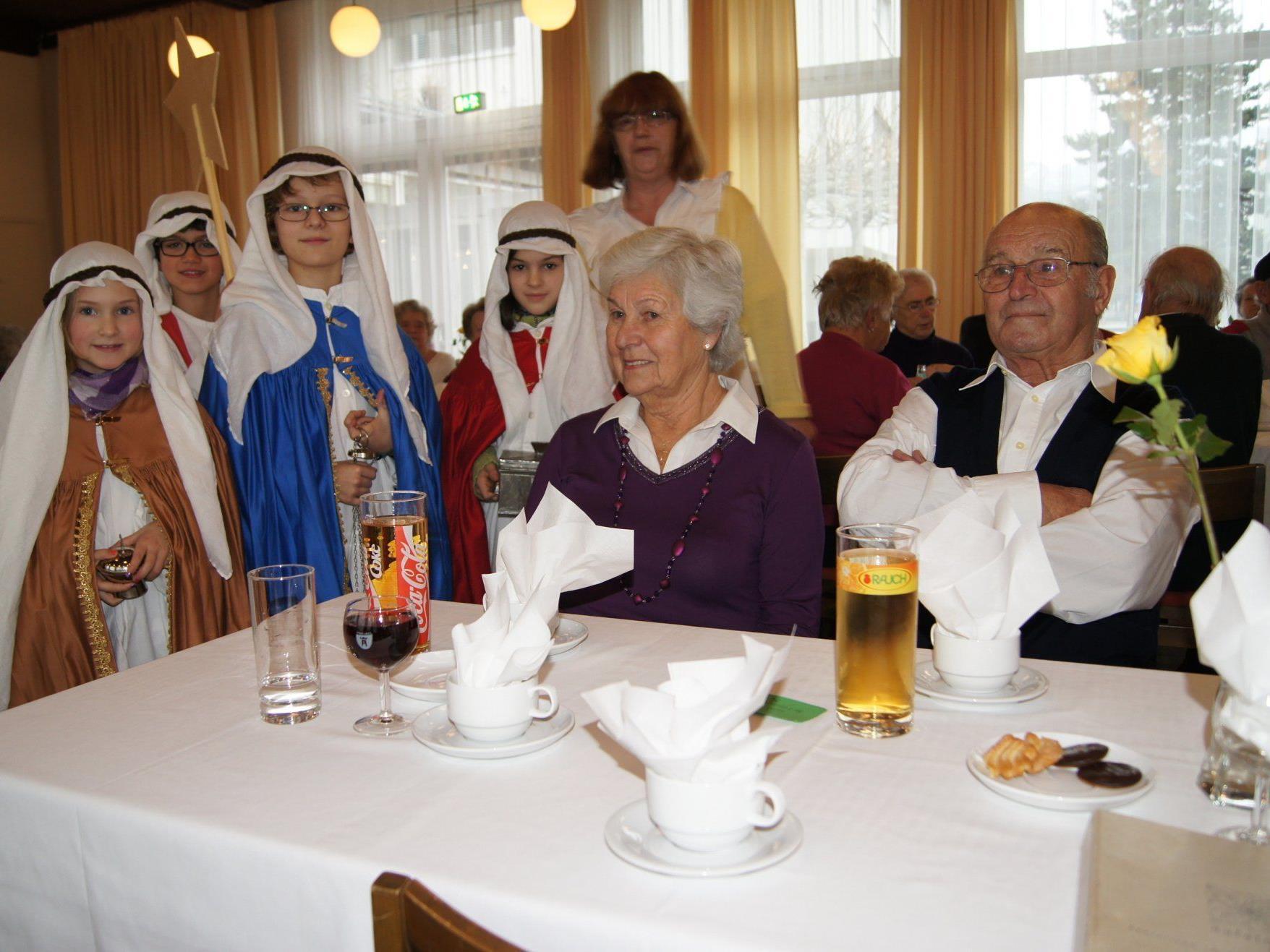 Die Sternsinger machten einen Besuch bei den Senioren im Kolpinghaus.