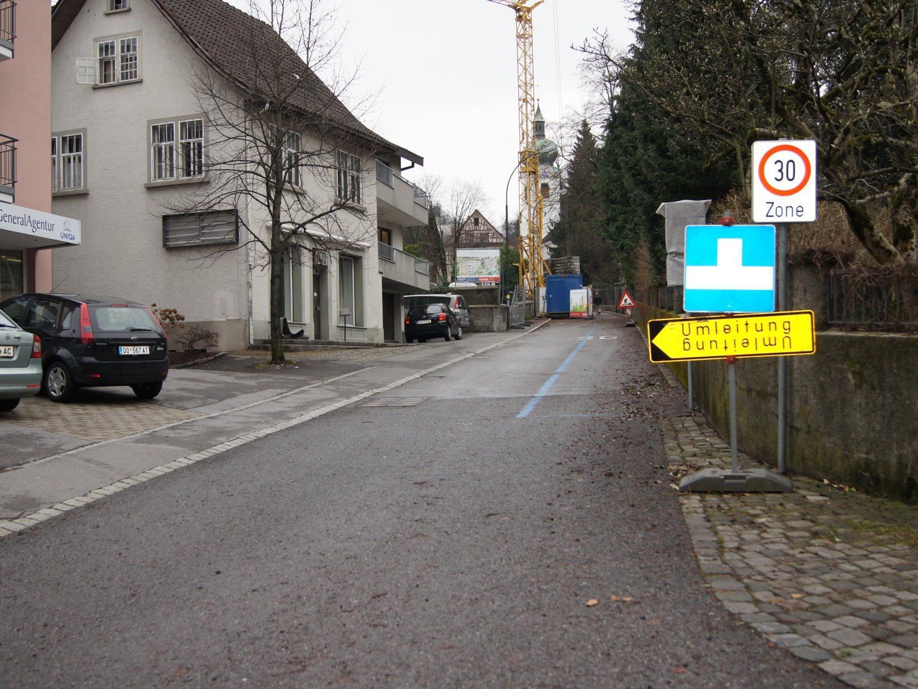 Die gerade Strecke von der Dr.-Waibel-Straße zur Schlossgasse bleibt noch länger gesperrt.