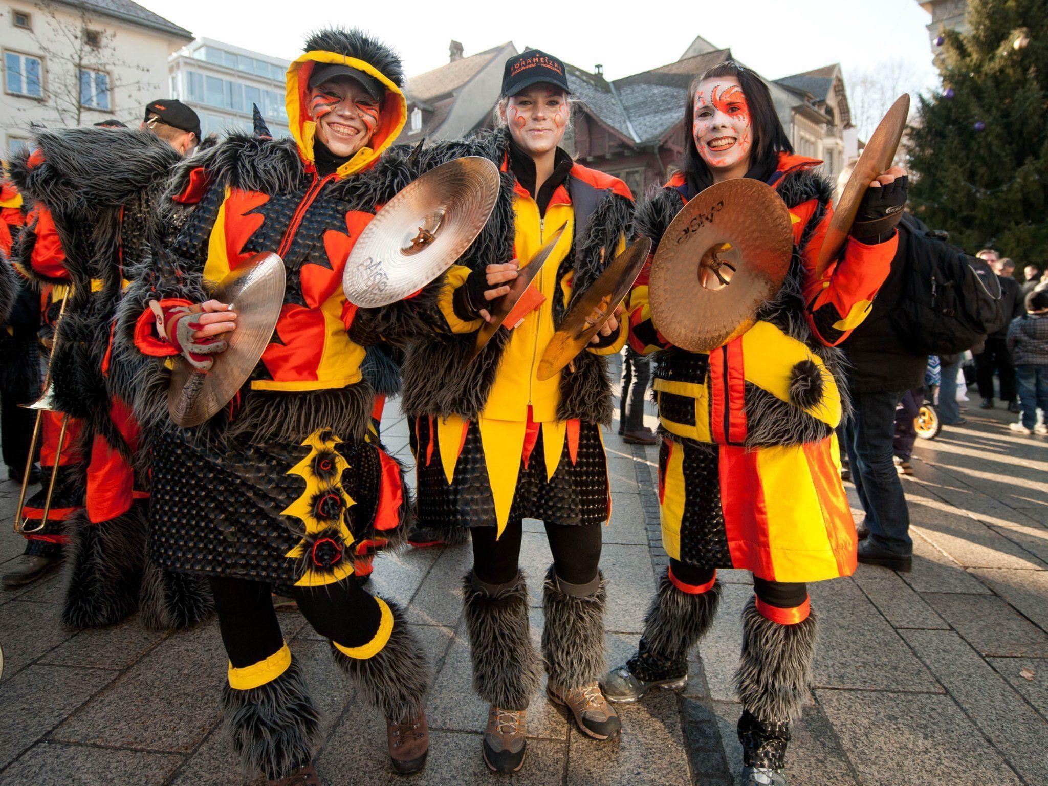 Die Röräheizär aus der Schweiz eröffneten das 18. Monsterkonzert auf dem Dornbirner Marktplatz.