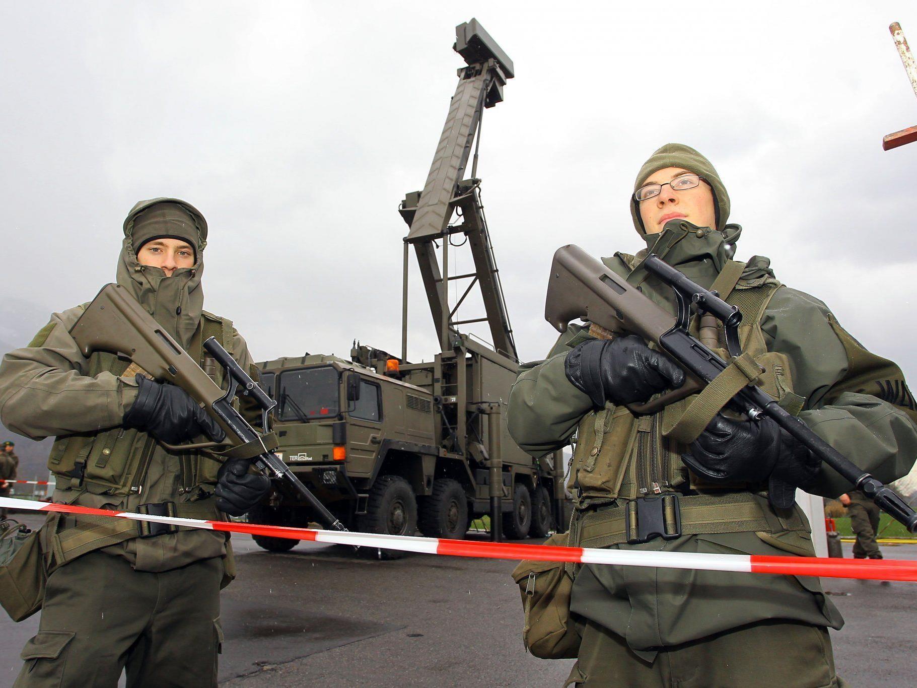Militärische Sperrzone auf dem Hohenemser Flugplatz.