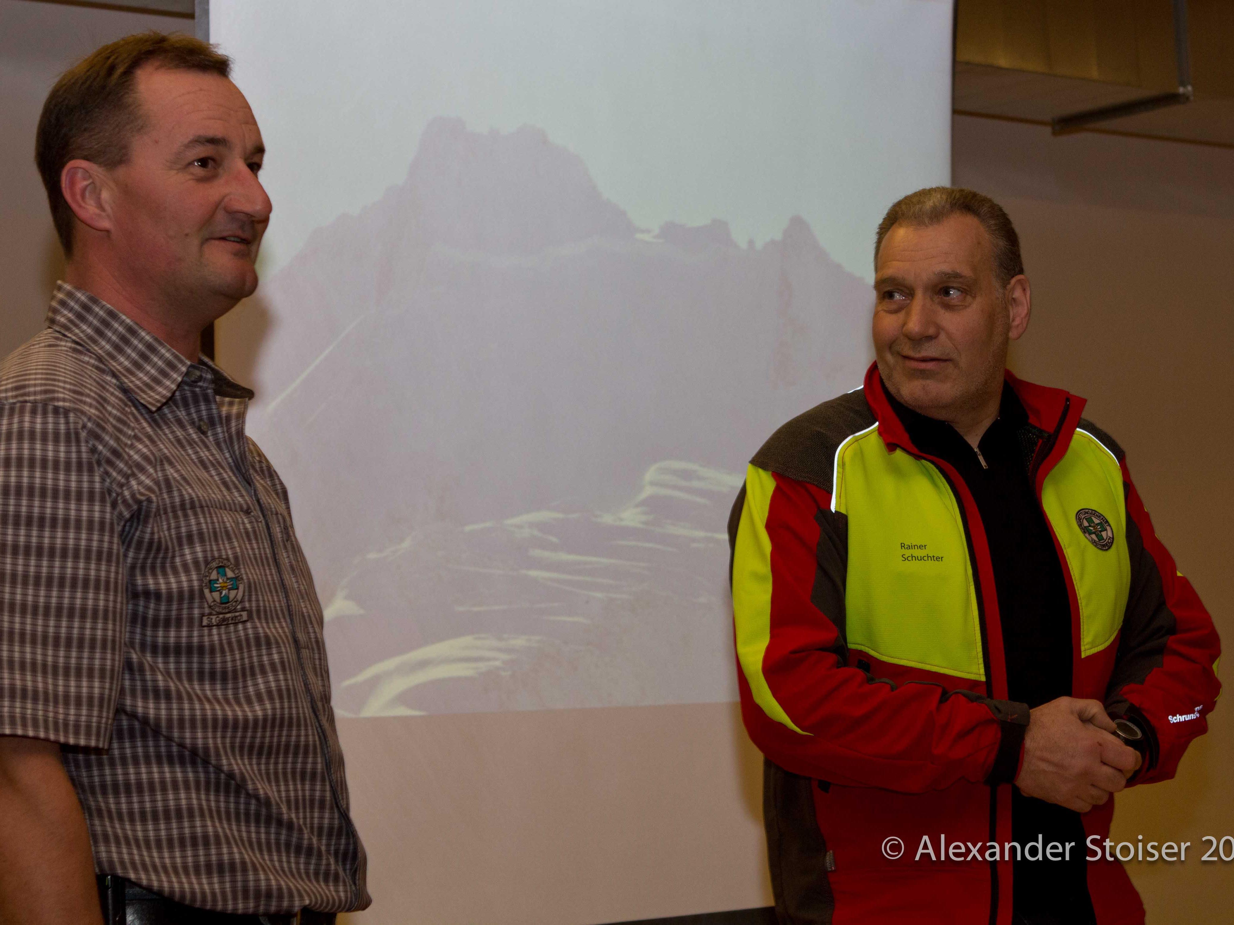 Thomas Reisch (li) und Rainer Schuchter (re) begrüßen die Teilnehmer