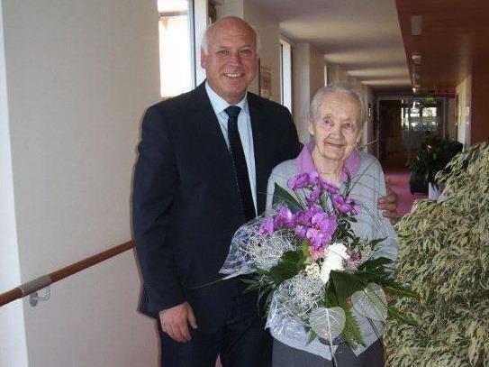 Bürgermeister Wachter gratulierte Ida Schoder zum 100. Geburtstag