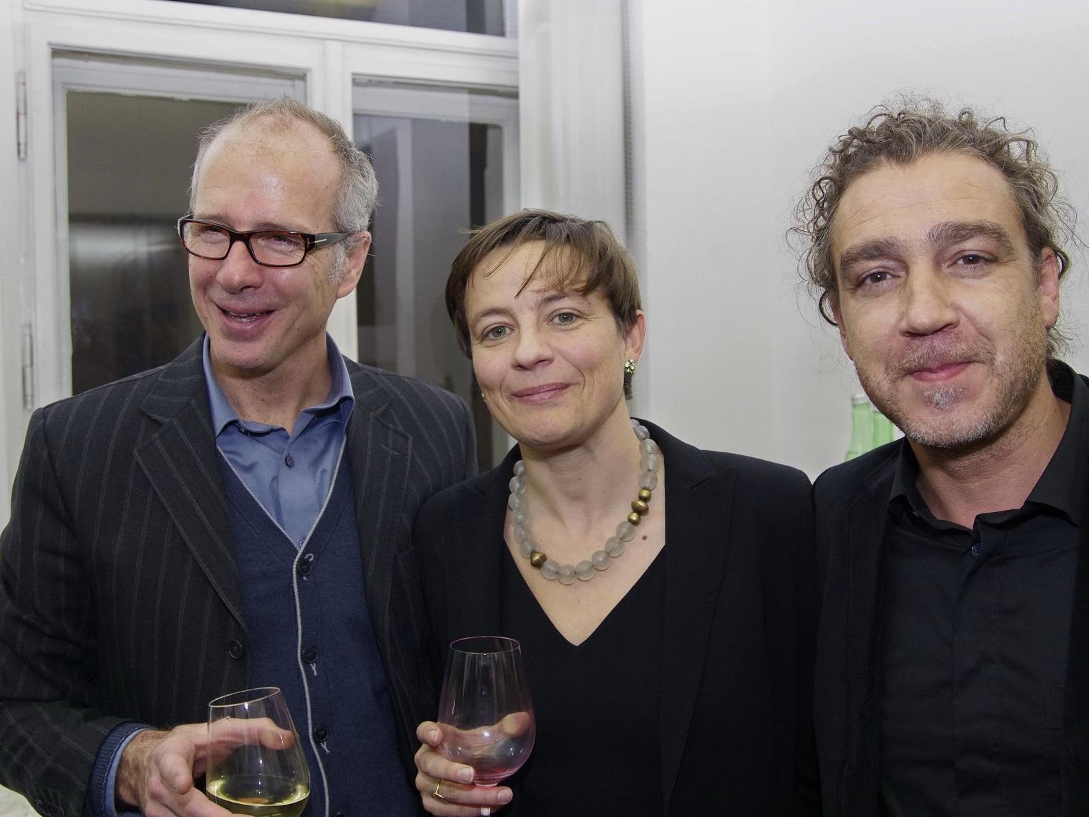 Robert Hahn sowie Büroleiterin Miriam Seiler und Architekt Jesco Hutter