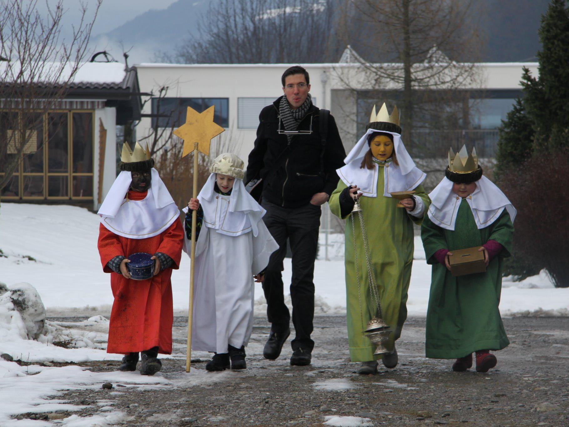 Die Sternsinger sind wieder im Rahmen der Drei-Königs-Aktion unterwegs