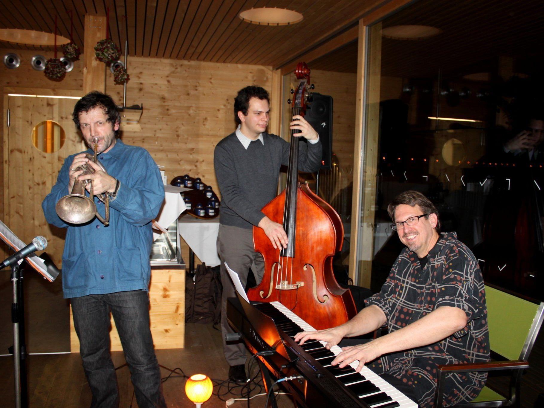 """""""Peter Madsen Trio"""" – ein Jazzabend mit internationalem Flair im Badehaus am Lochauer Kaiserstrand."""