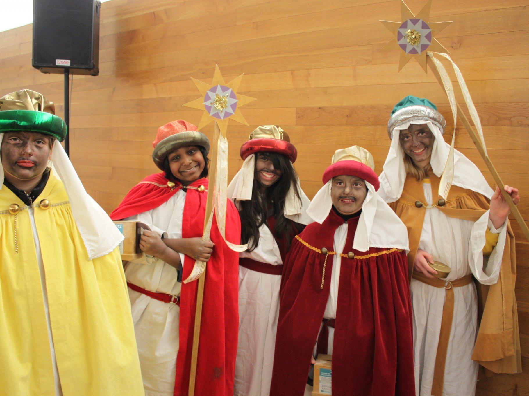 Die Sternsinger trugen die Botschaft von der Geburt Jesu von Haus zu Haus.