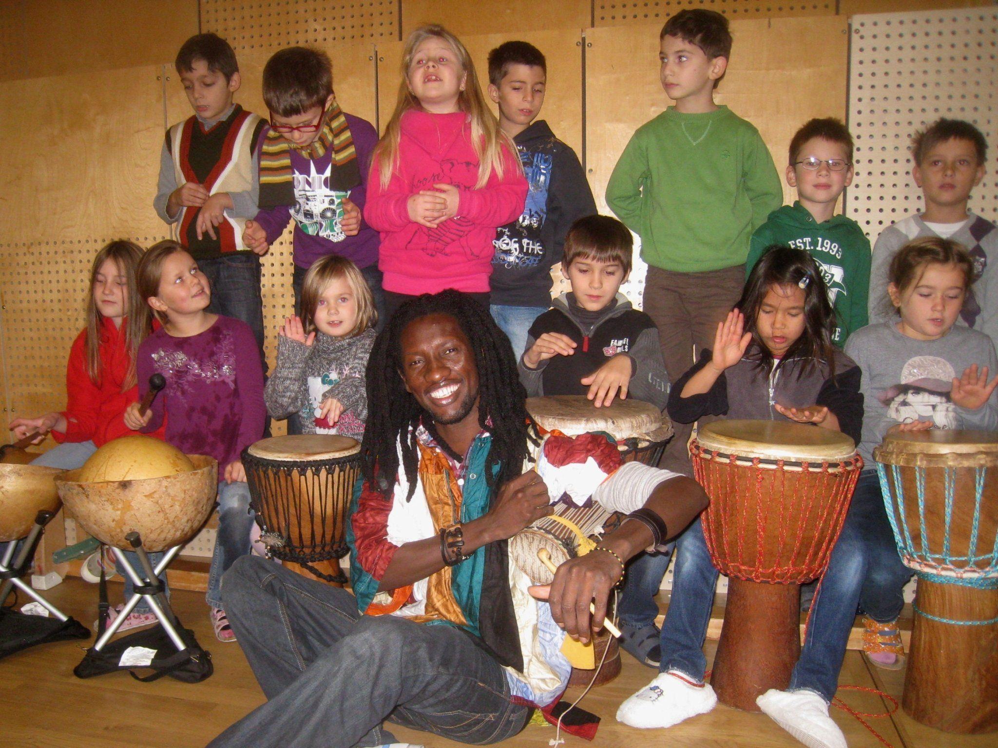 "Begegnung mit Afrika: ""Trommelworkshop"" mit Moussa Cissokho."