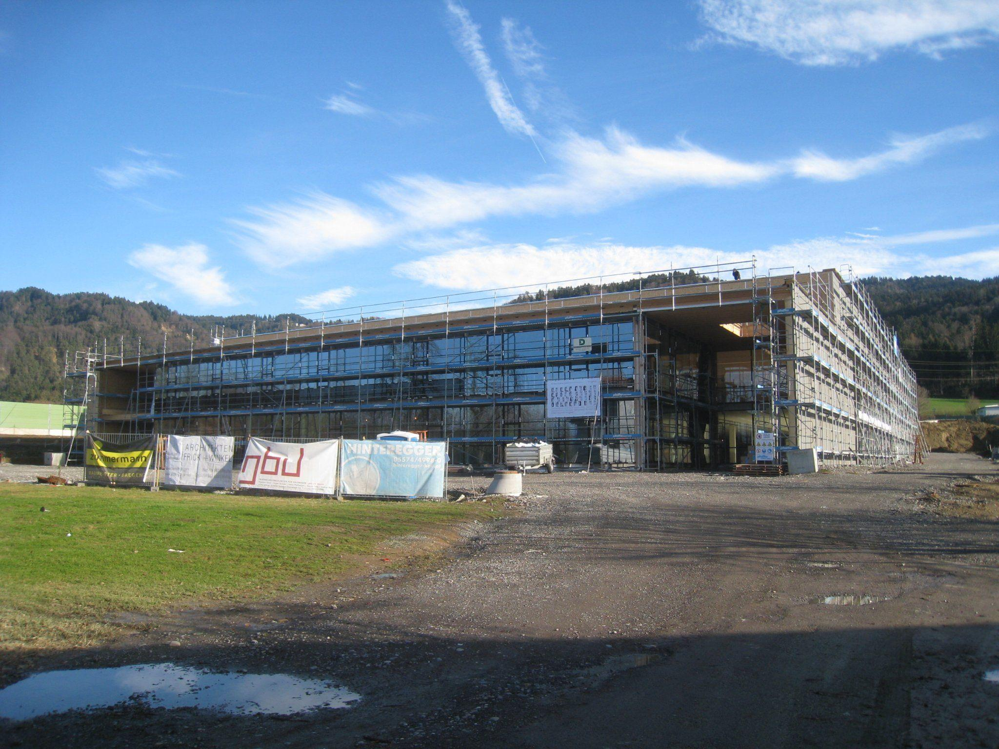 Der Typico-Betriebsneubau an der Peripherie von Lochau im Bereich Reutele entwickelt sich zusehends.
