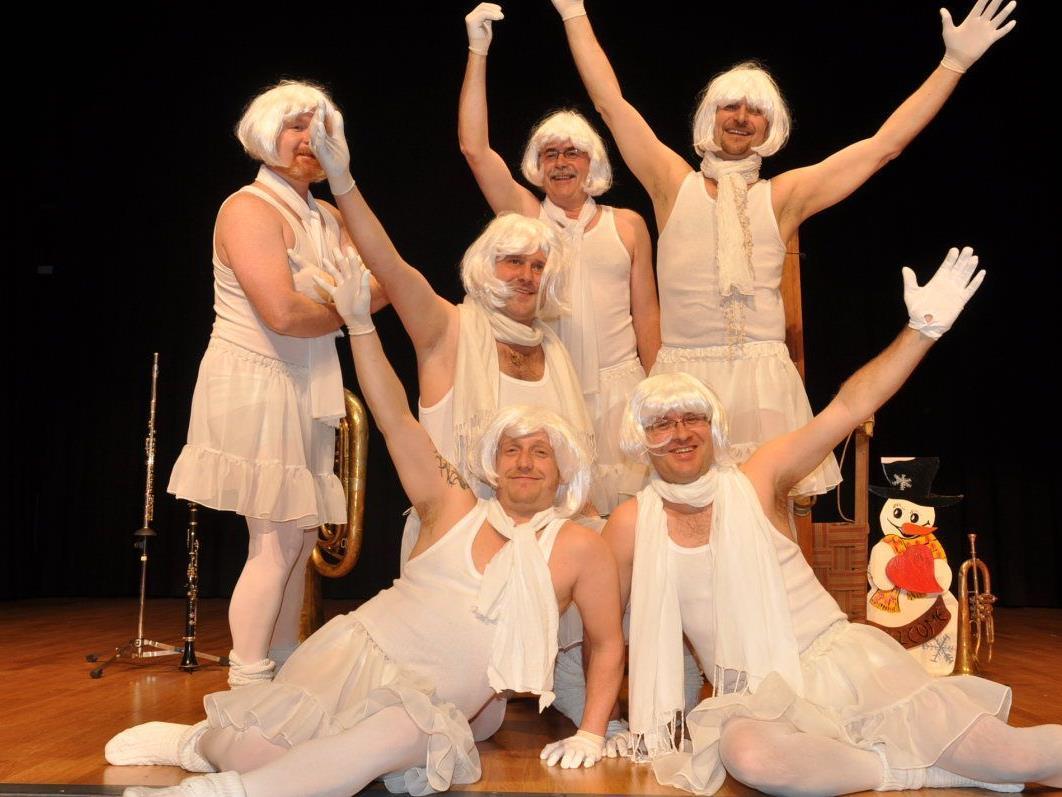 Männerballett: Die schwebenden Schneeflocken eroberten mit ihrem Tanz die Herzen des Publikums.