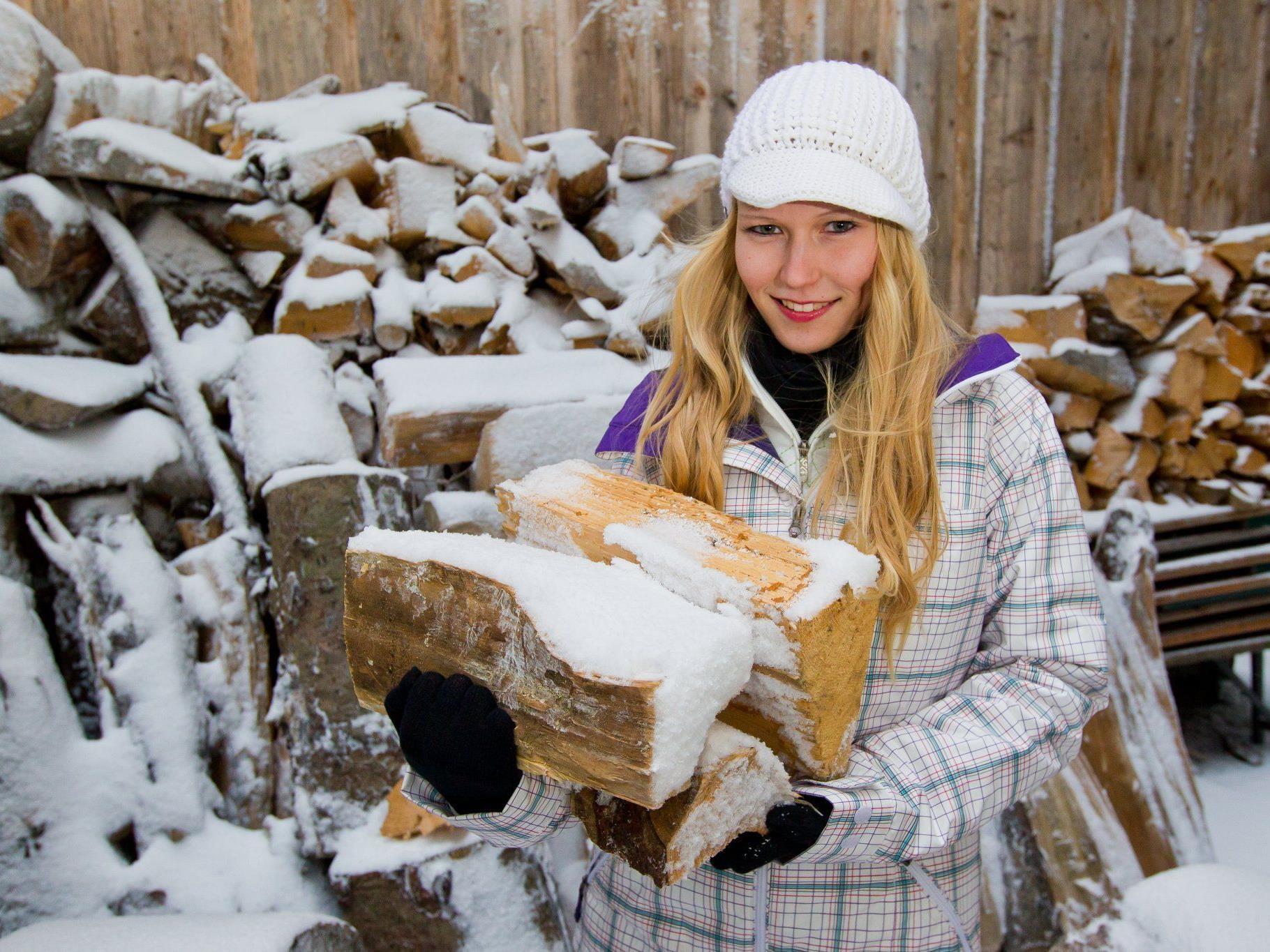 Holzsammeln für eine warme Stube. Das empfiehlt sich für die kommenden Tage.