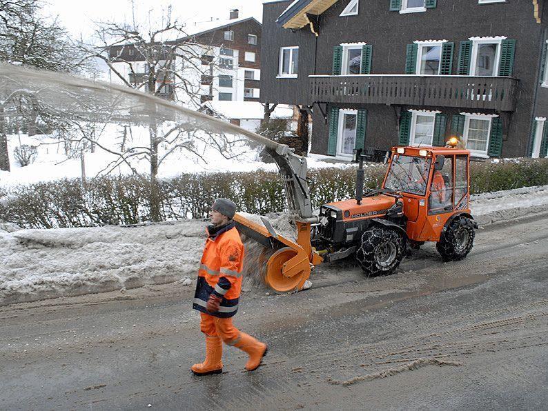 Schneeräumung in der Silvrettastraße in Schruns