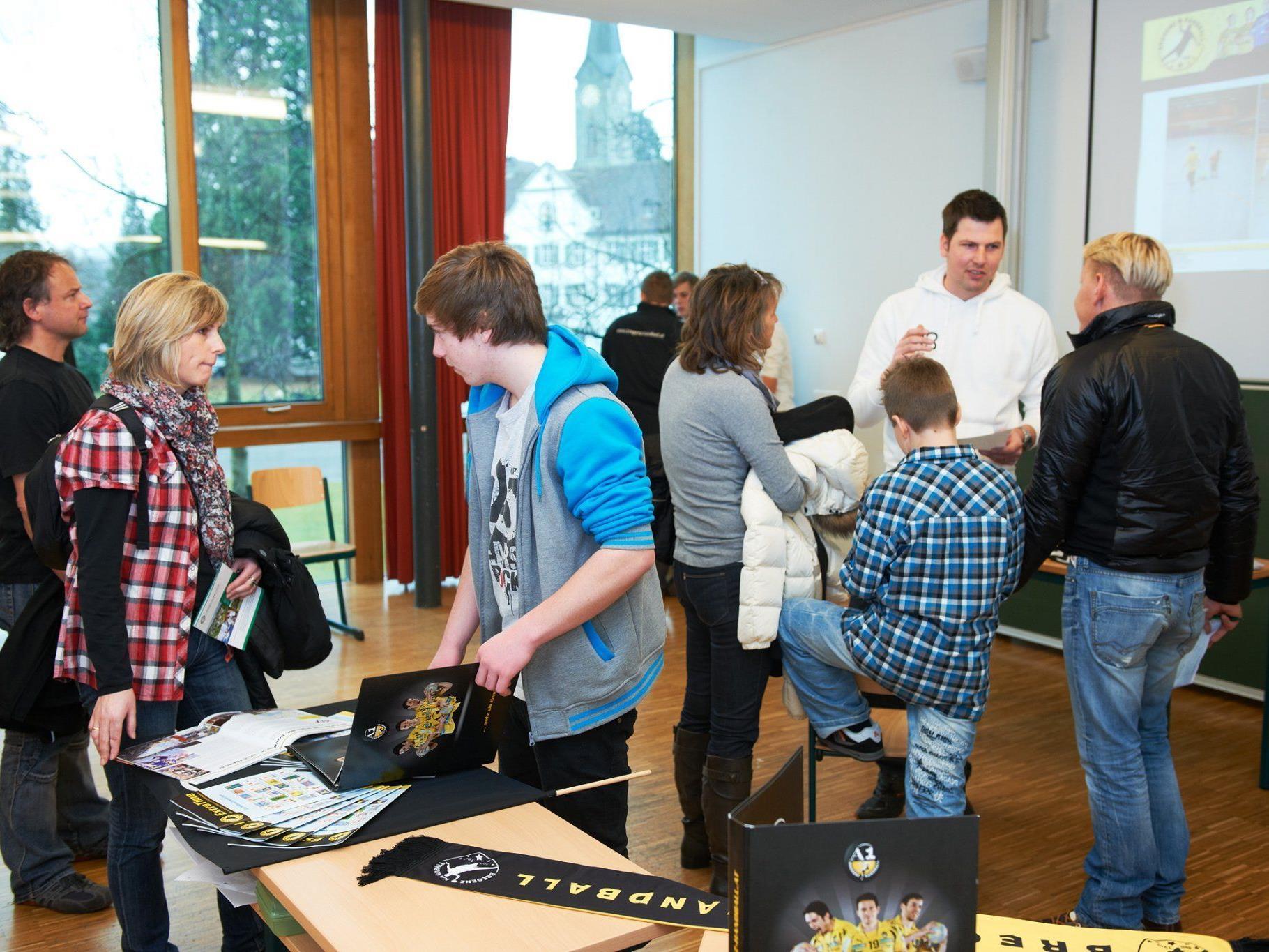 Zahlreiche interessierte Eltern und zukünftige Gymnasiasten informierten sich.