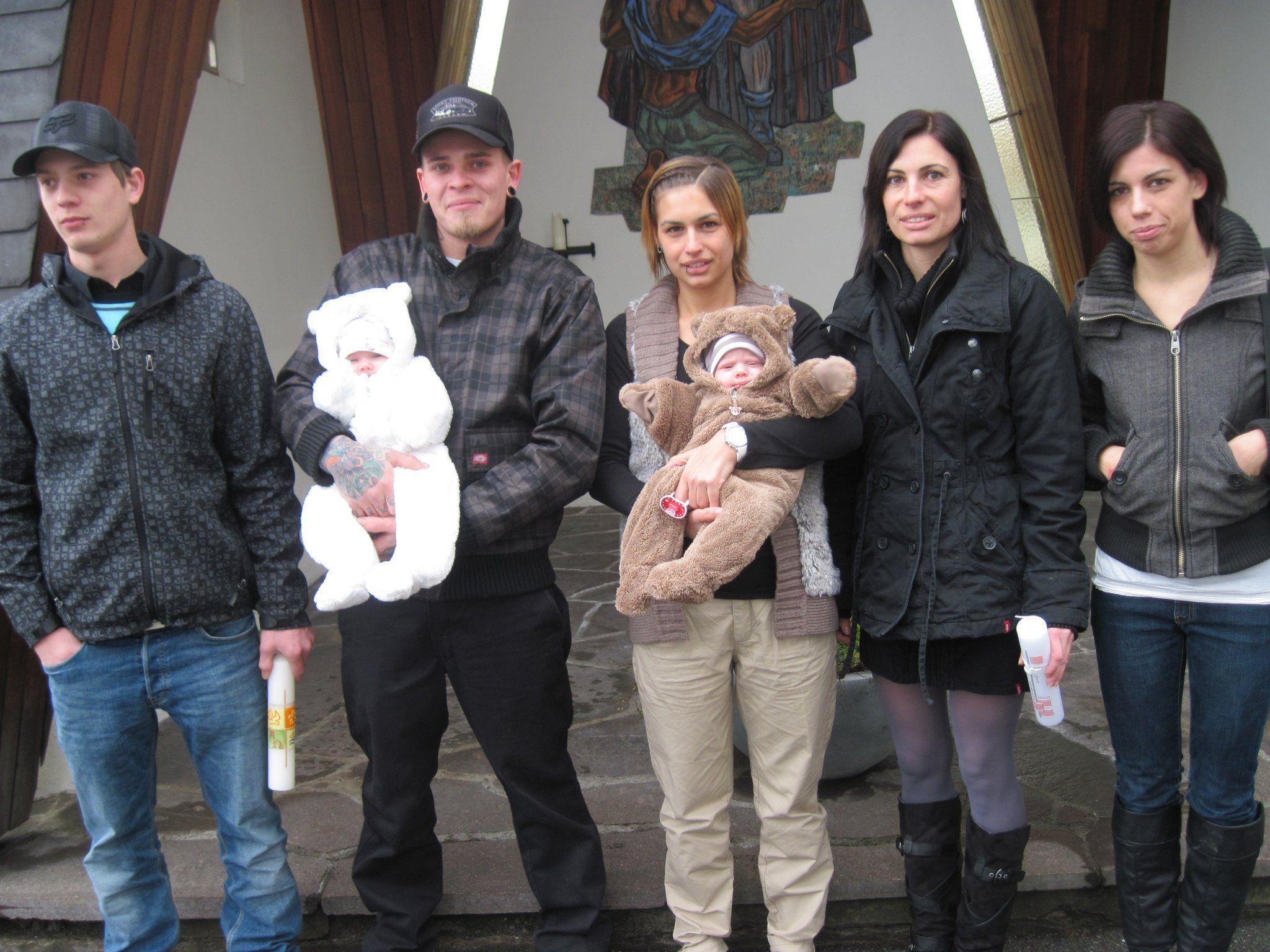Mia Roswitha und Sophia Helen Pichler wurden in der Pfarrkirche getauft