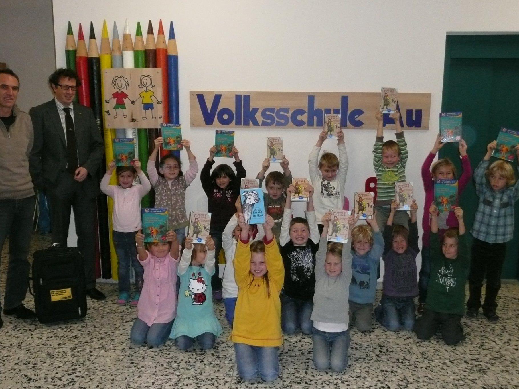 Die Schüler und Schülerinnen der VS Au freuten sich sichtlich über den Bücherkoffer.