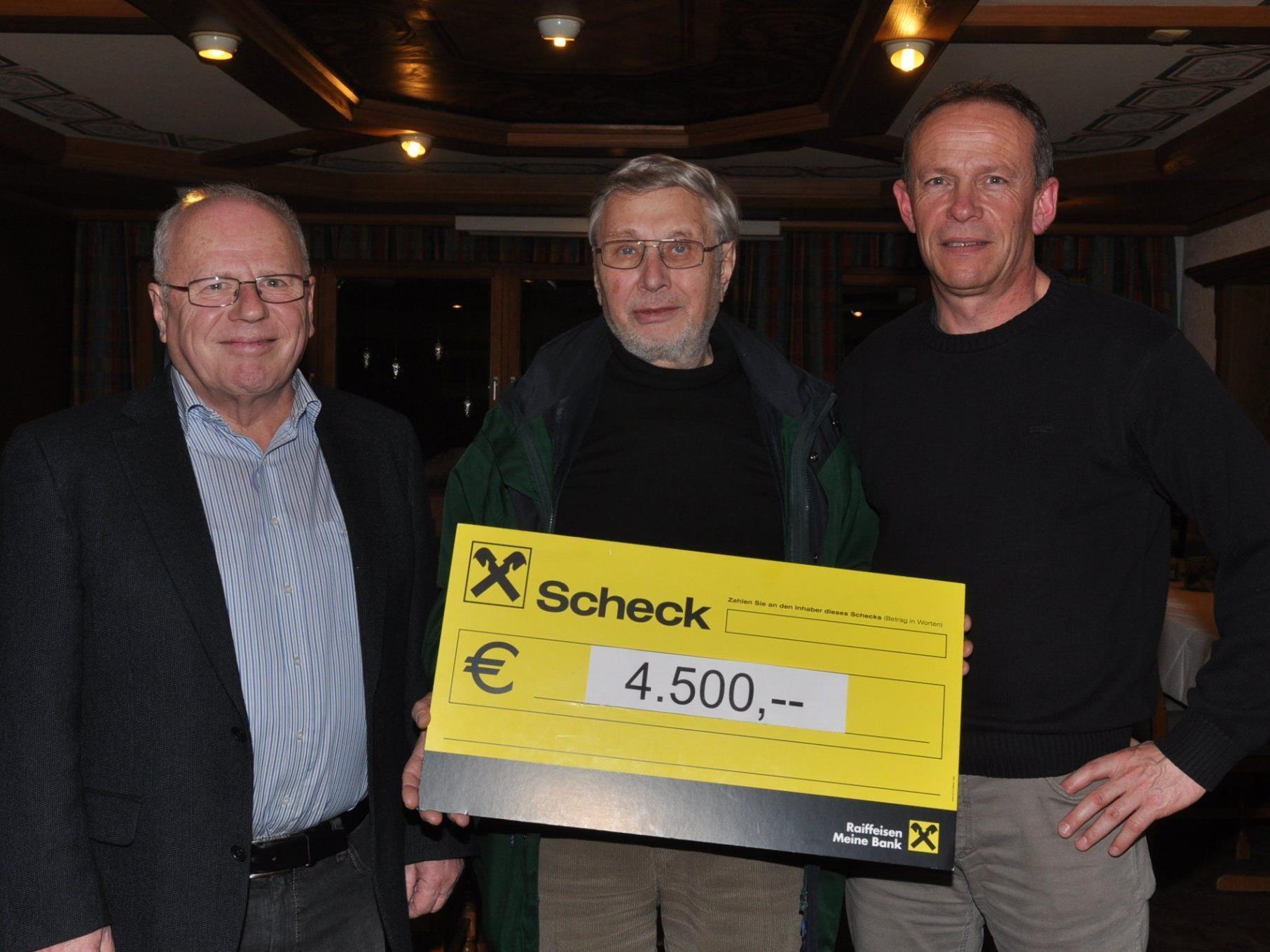 4.500 Euro für gute Zwecke: Bernd Brändle, Norbert Mathis (Caritas) und Franz Kopf.