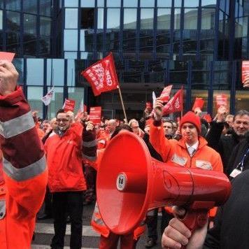 Proteste am Flughafen Wien: Die AUA-Belegschaft wehrt sich gegen Geheltskürzungen.