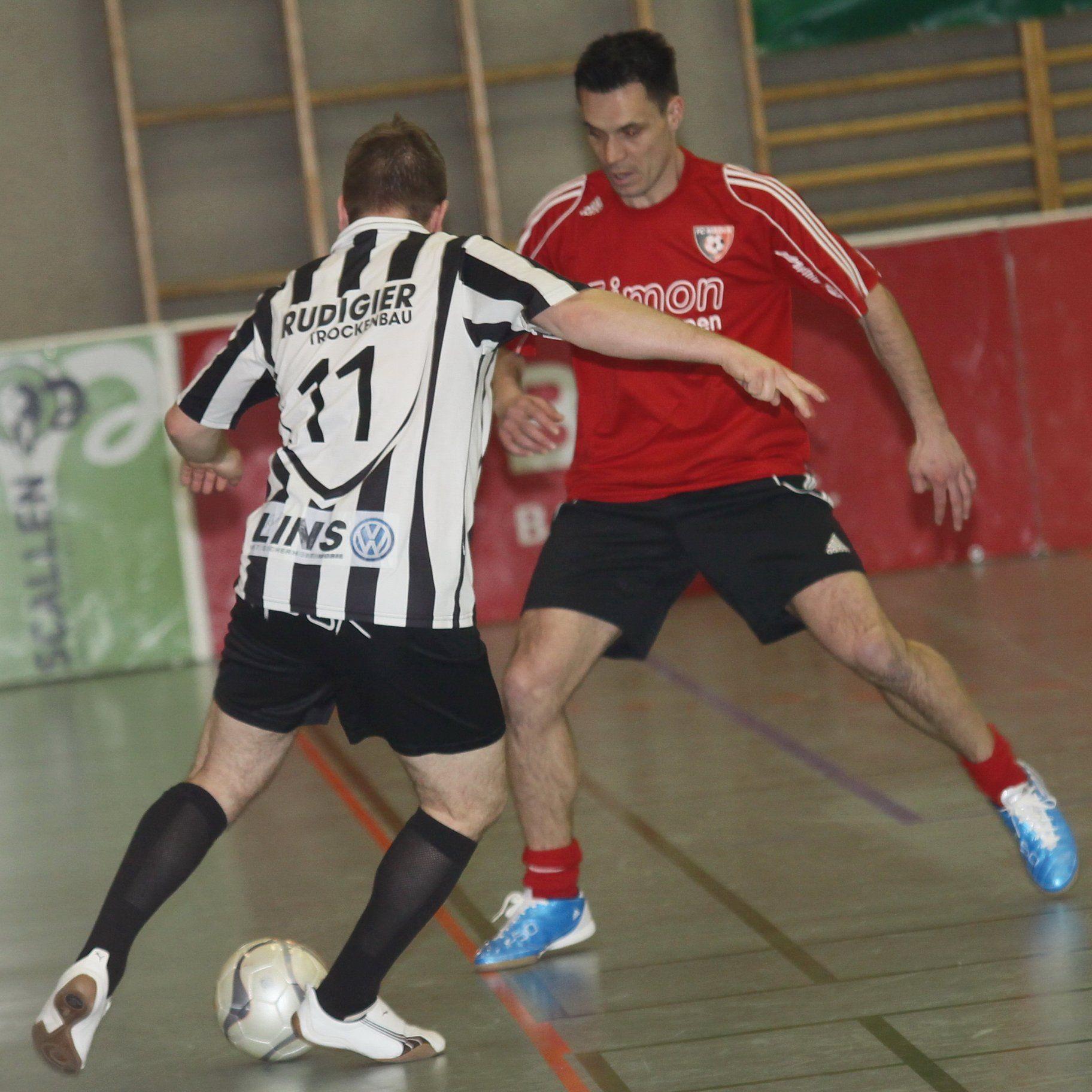 Simon Installationen FC Mäder mit Gastspieler Loki Topduman spielt am Montag.