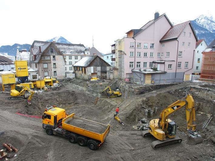 Erfordert Sicherungsmaßnahmen bei Anrainergebäuden: die Großbaustelle Kronenhaus.
