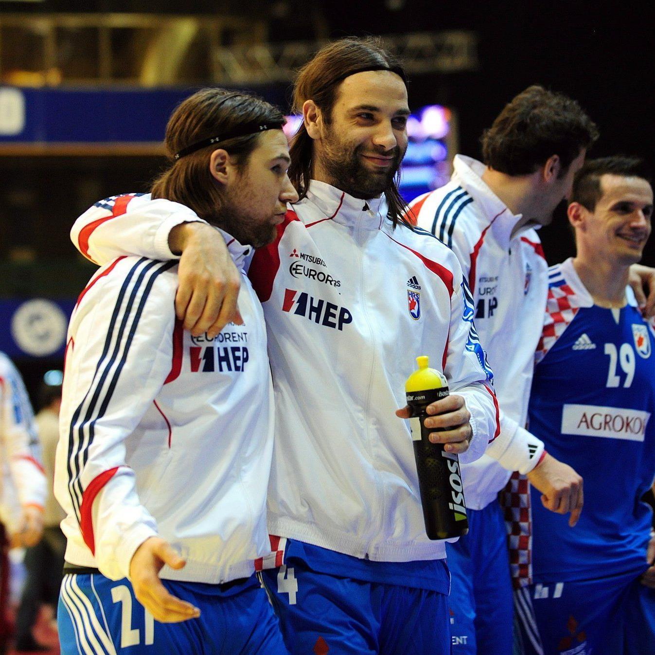 Fans des Handball-Nationalteams von Kroatien wurden von serbischen Hooligans angegriffen.