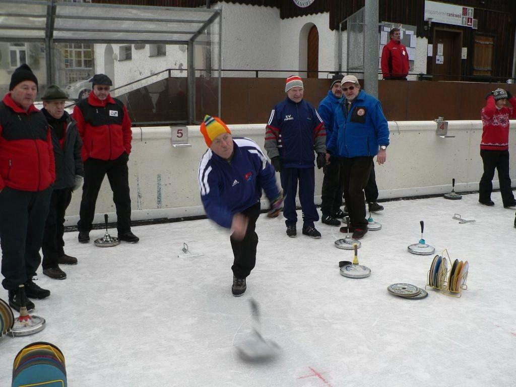 Eisstocksport der Extraklasse am Freitag in Rankweil.