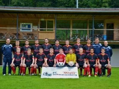 Die Mannschaft des FC Schwarzenberg beim Saisonstart