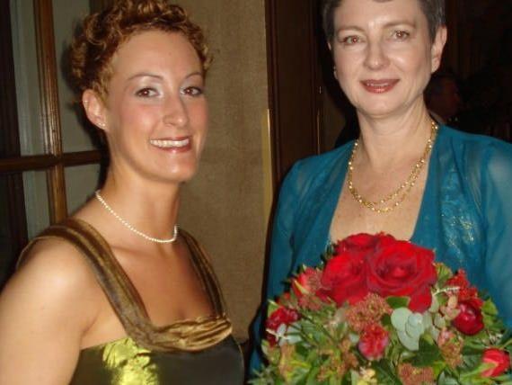 Die Ballorganisatorinnen waren sichtlich zufrieden: Ulrike Willam-Kinz (r.) und Anna Waldner.