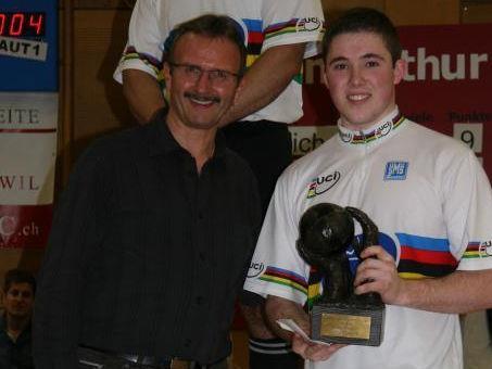 Patrick mit dem Tormann-Pokal