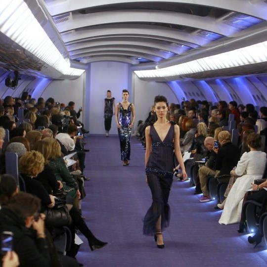 """Ein """"Flugzeug"""" als Location für Chanel."""