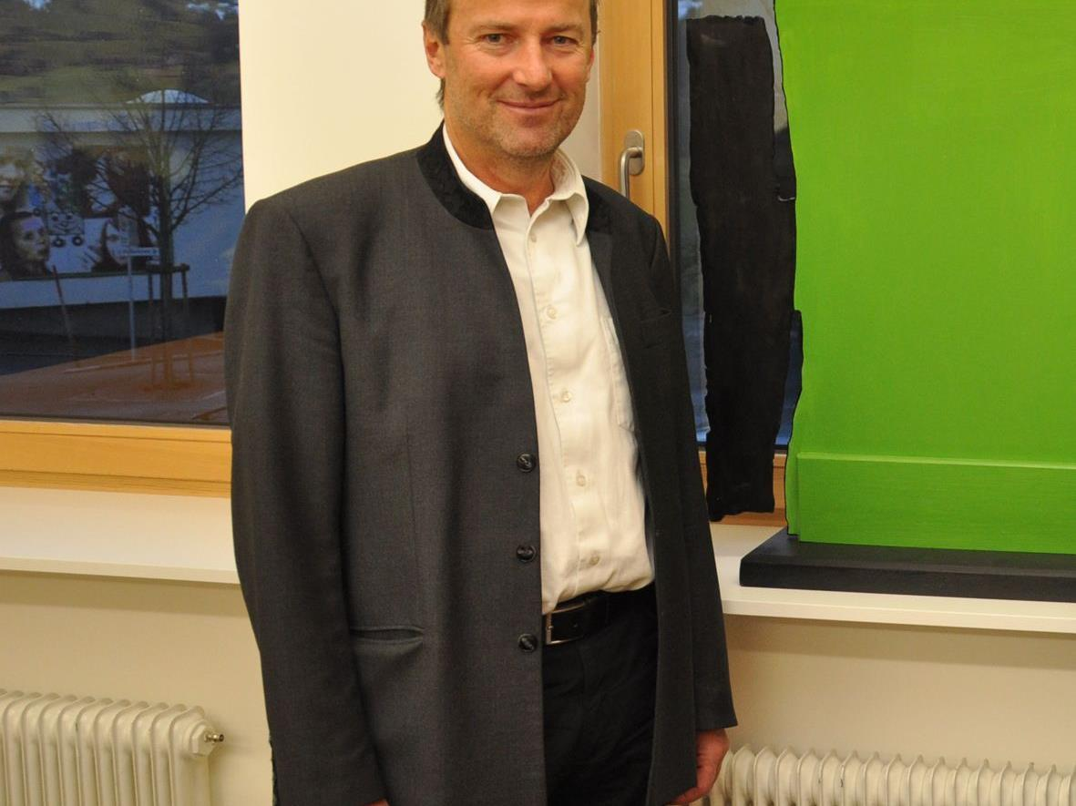 Der Langenegger Bürgermeister Georg Moosbrugger spricht in Hard über das e5-Energieprogramm.