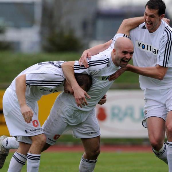 Zlatko Jurcevic (m.) verstärkt SV Frastanz.