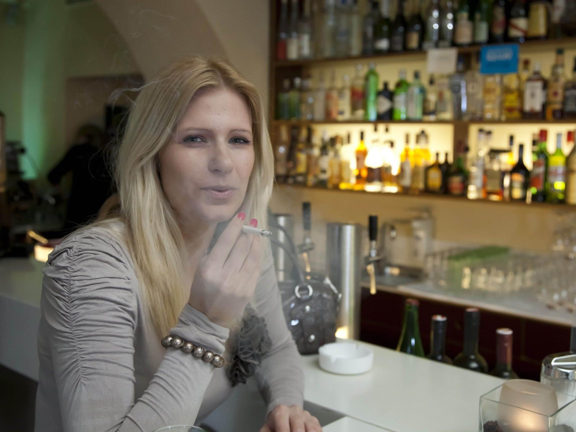 Gäste, die trotz Verbot rauchen, müssen bis zu 1000 Euro zahlen.