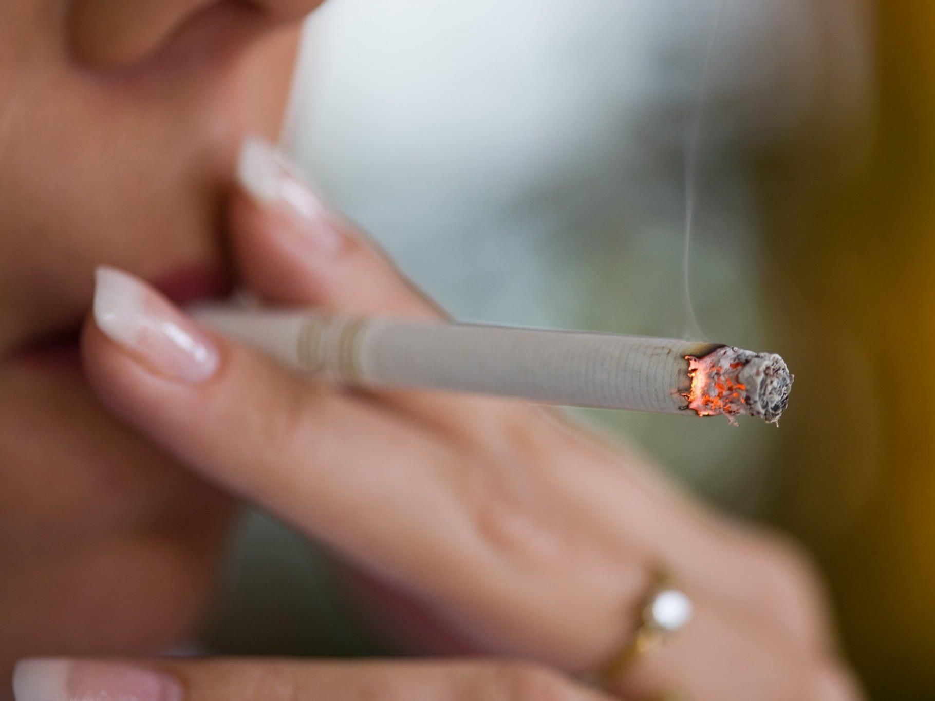 Betriebe setzen auf Prämien fürs Nichtrauchen.