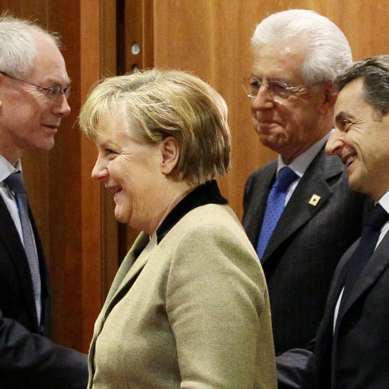 Herman Van Rompuy (l.) gab am Montagabend die Einigung auf das Fiskalpaket bekannt.