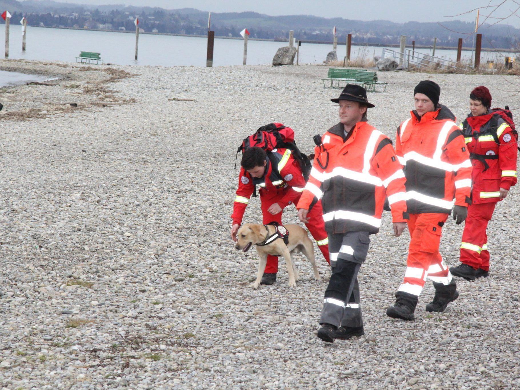 Suche wird mit Spürhunden fortgesetzt