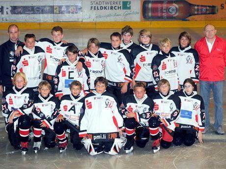Das U-13 Team der FBI VEU Feldkirch mit Trainer Bernd Walch