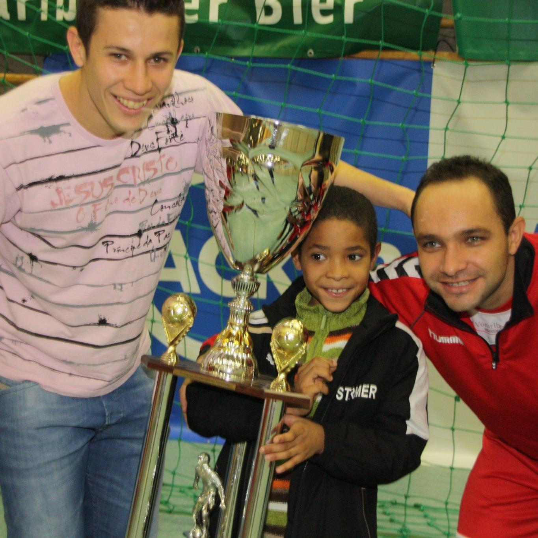 Thiago de Lima freute sich mit Reinaldo Ribeiro über den Turniersieg.