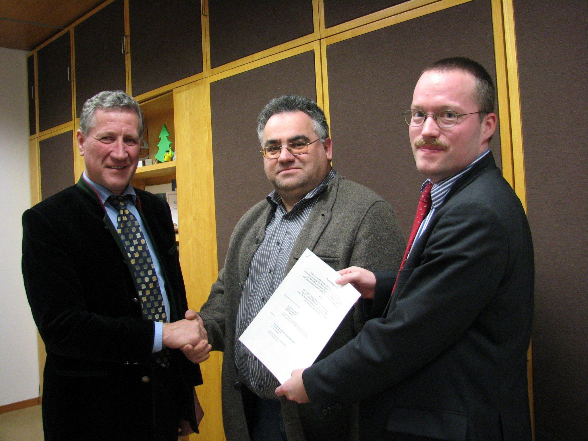 LR Schwärzler und Böschistobel-Geschäftsführer Ritter unterzeichneten weitere Vereinbarung über künftige Zusammenarbeit.